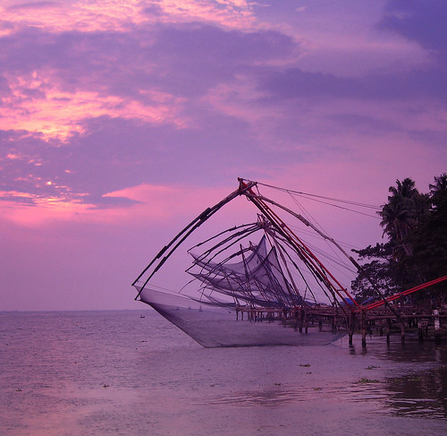 pink sunset sea sky cloud india tourism sunrise fishing chinese violet tranquility landmark kerala nets moods cochin tranquil kochi southindia waterscape gonefishing fishingnets indiatravel ernakulm cheenavala areyarey
