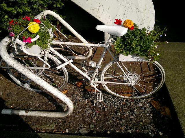 Art bike planter - 061620119053