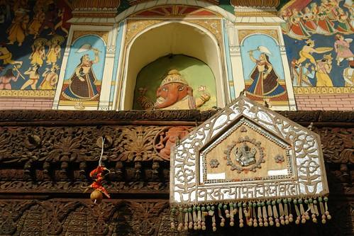 Ornamentos en las entradas Mandawa, La esencia rural de los Haveli - 4069656092 5709887d7a - Mandawa, La esencia rural de los Haveli