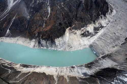 尼泊爾Thulagi冰川正在融化,已形成了一個湖泊。(來源:DFID - UK Department for International Development)