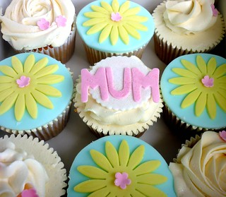 Mothers Day cupcakes - alternative box...