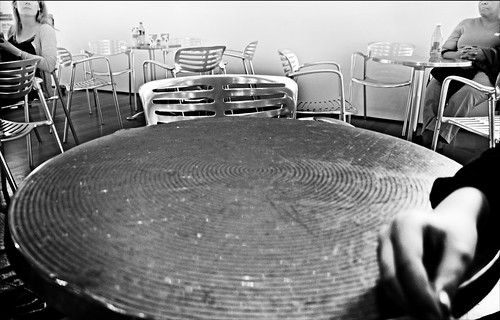 Table and Chairs at the High Museum of Art, Not in the High Museum Collection by Juli Kearns (Idyllopus)