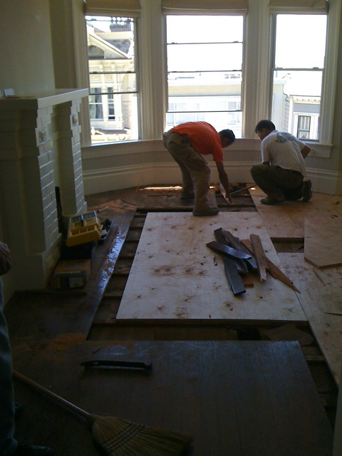 Thickness of Subfloor for Hardwood Flooring | eHow.com