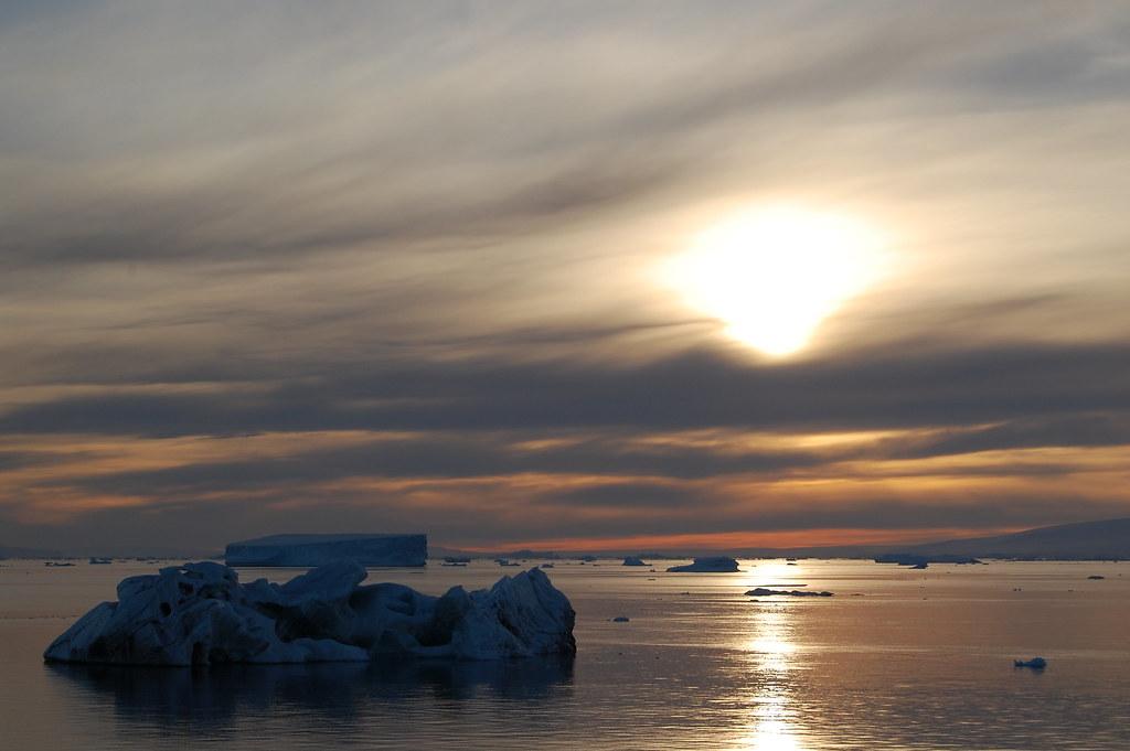 Iceberg au soleil couchant