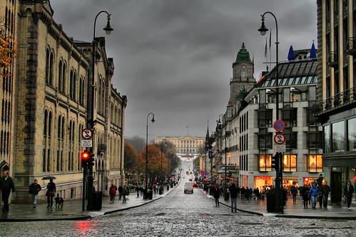 snow trafficlights rain oslo parliament palace stortinget karljohansgate slott lindex omot detkongeligeslott larigan phamilton gettyimagesnorwayq1