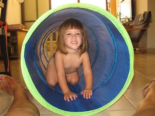29 - Maya siendo leon dentro del tunel