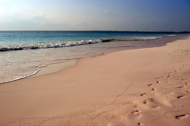 Colors of nature beaches virtualtrotter for Pink sands harbour island bahamas