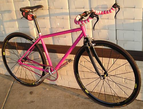 "<p>54971-Simonesfixieweb<br /> <br /> gunnarcycles<br /> gunnarbikes <br /> <a href=""http://gunnarbikes.com"" rel=""nofollow"">gunnarbikes.com</a></p>"