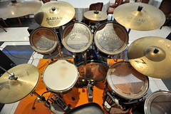 drummer(0.0), tom-tom drum(1.0), percussion(1.0), bass drum(1.0), timbale(1.0), drums(1.0), drum(1.0), timbales(1.0), skin-head percussion instrument(1.0),