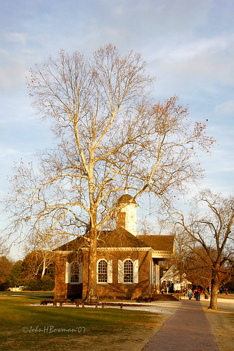 virginia williamsburg colonialwilliamsburg cwbuildings courthouses cwcourthouse cworiginal88 nrhp majestictrees warmsunlight december2007 december 2007 explore