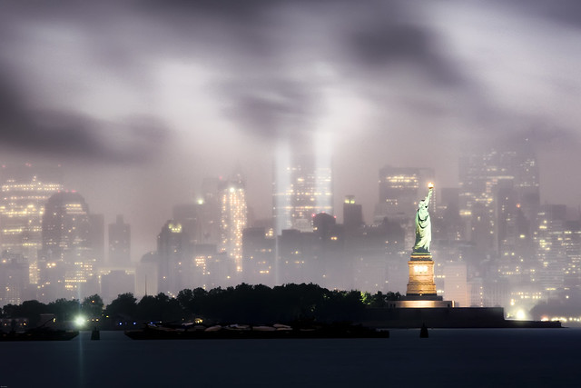 4211155618 bcce4c1ffb z Amazing Photos Of The 9/11 Tribute In Light