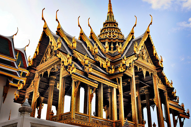 Thai architecture at the grand palace in bangkok for Thailand architecture