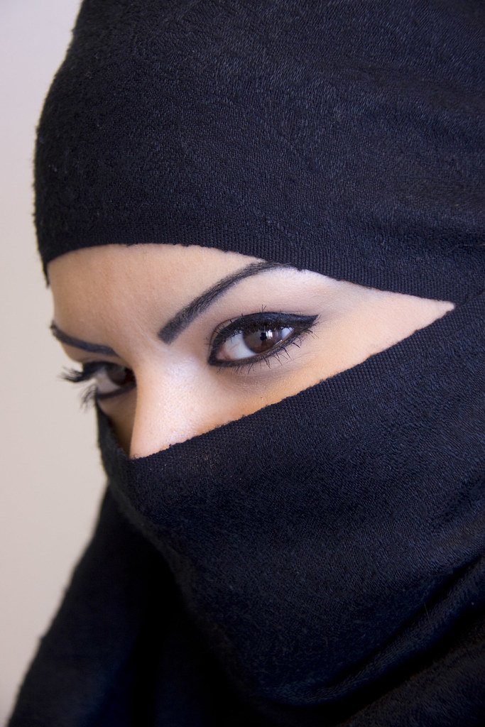 Arabic Beautiful Eyes In Hijab Wallpapers