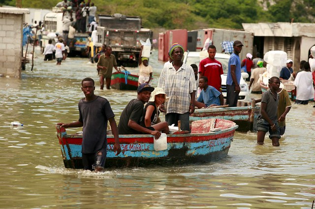 Haitians cross the border with the Dominican Republic in the municipality of Jimani