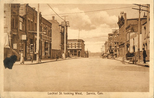 Looking west down Lochiel St. from Christina c1910