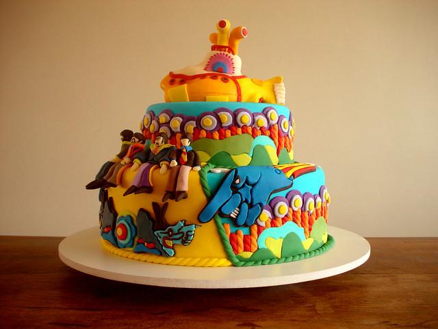 Bolo Yellow Submarine (Yellow Submarine Cake) - Capa da revista CAKE DESIGN (Cover of the CAKE DESIGN MAGAZINE!)