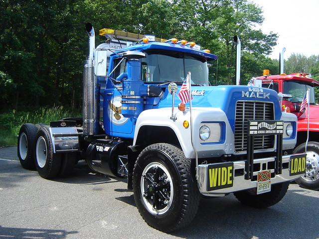 R Model Mack Show Truck : E bfc z g