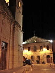 Place de l'église à Pignans