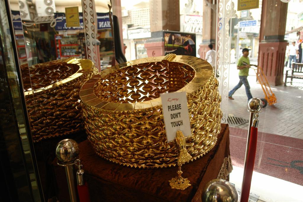 Qué ver en Dubai: En una tienda del Zoco de Duba está el Record Guinness anillo de oro más grande que existe qué ver en dubai - 3839705903 37409bd2f9 o - Qué ver en Dubai, el oasis inacabado
