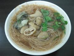 kalguksu(0.0), noodle(1.0), bãºn bã² huế(1.0), noodle soup(1.0), kuy teav(1.0), cellophane noodles(1.0), misua(1.0), food(1.0), dish(1.0), chinese noodles(1.0), vermicelli(1.0), soup(1.0), cuisine(1.0), chinese food(1.0), soba(1.0),