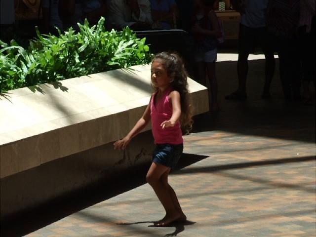 VIDEO - Sometimes a girl hears music and she has to hula.