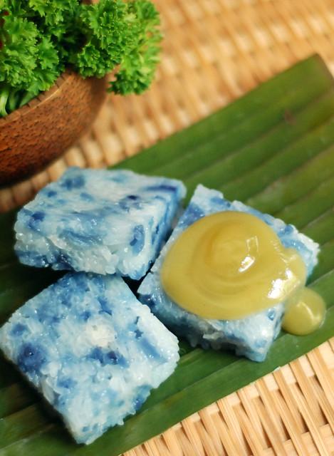 Blue Glutinous Rice Cakes (Pulut Tai Tai)