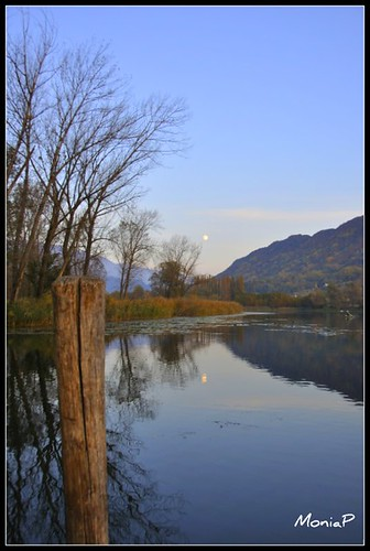 la luna sorge sul lago di revine.../ the moon rises on revine lake