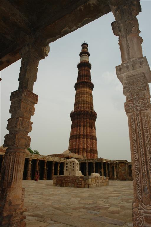 El complejo Qutb tiene como centro el maravilloso Minarete Qutab Minar, la torre de piedra más alta de la India - 4178615090 590f97e5ba o - Qutab Minar, la torre de piedra más alta de la India
