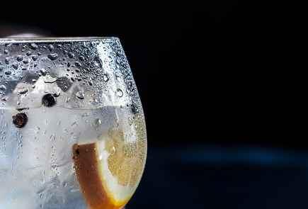 5 suggerimenti per riuscire a bere più acqua durante tutto l'anno