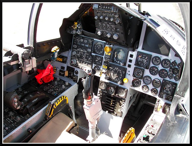 3940162240_76aa... F 15 Cockpit