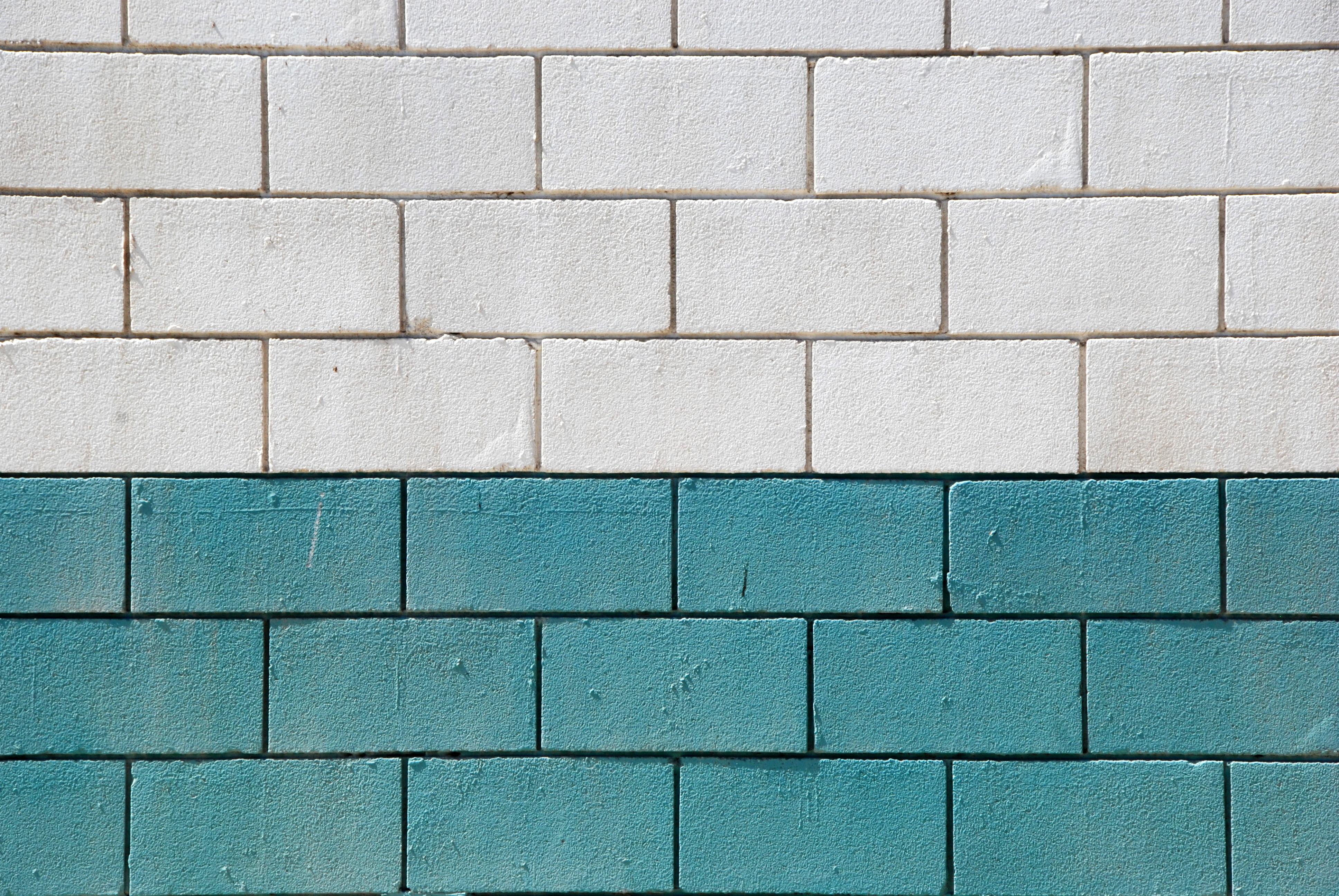 Pared de ladrillos blanca y verde canarias creativa - Pared ladrillo blanco ...