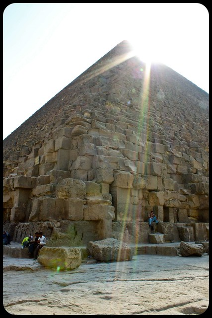 Pyramid sunrays