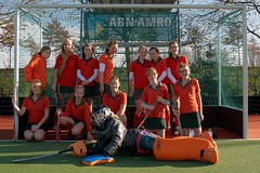 stick and ball games(1.0), sports(1.0), competition event(1.0), hockey(1.0), field hockey(1.0), player(1.0), athlete(1.0), tournament(1.0), team(1.0),