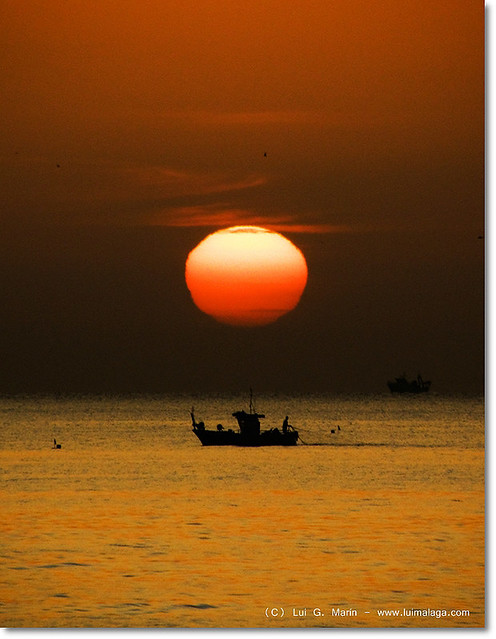Pescando al amanecer - Fishing at dawn