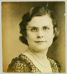 Photobooth woman with glasses
