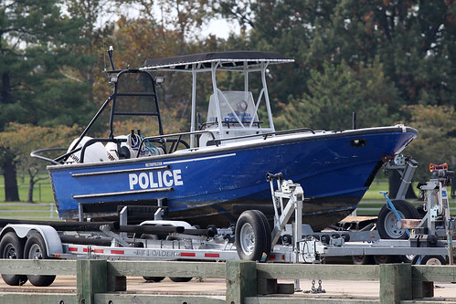 Transport łodzi na przyczepie