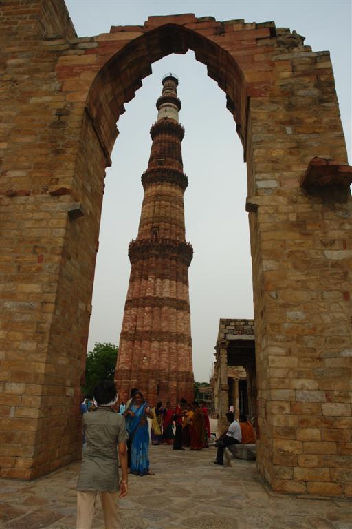 El Qutab minar sorprende desde cualquier punto en que se mire Qutab Minar, la torre de piedra más alta de la India - 4177850077 42c8ce5474 o - Qutab Minar, la torre de piedra más alta de la India