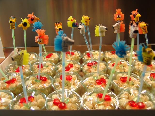 Birthday treat animal popcorn flickr photo sharing - Versieren kantoor ...