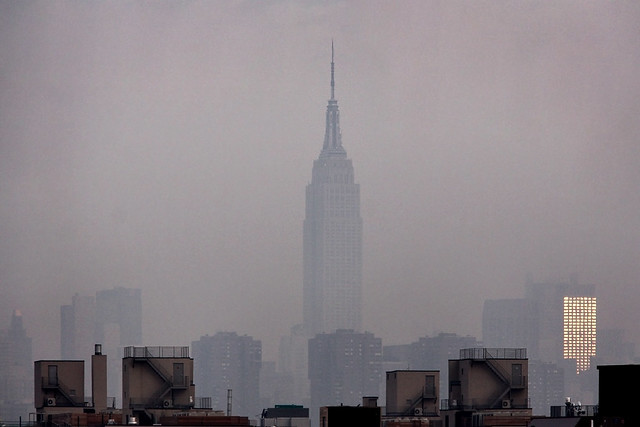 New York City: Empire State in morning fog