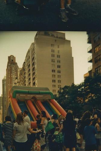 The Bounce Slide and Parental Crowd par Famous People