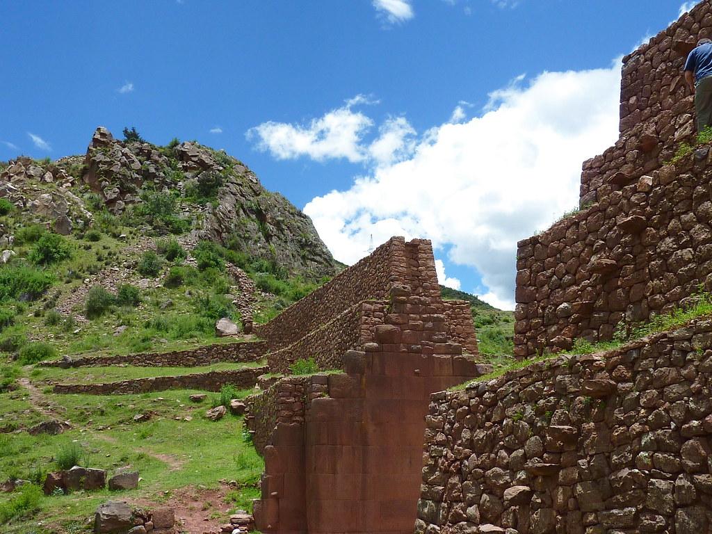 P1000517 Rumiqolqa INCA WALLED GATE
