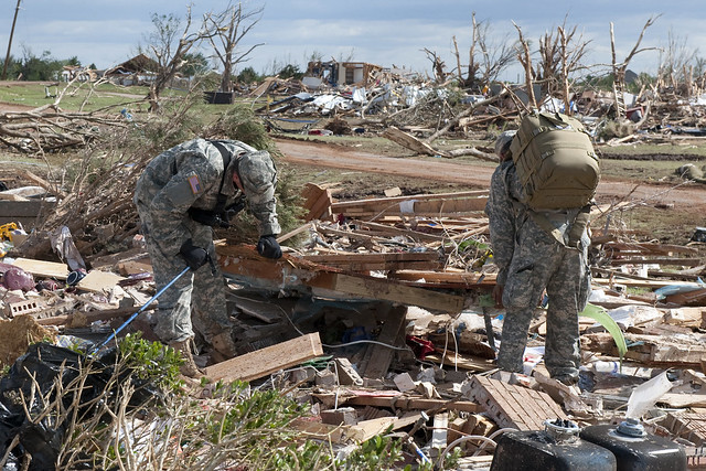 5759704044 245bf78d01 z Photos Showing the Devastation of the Oklahoma City Tornado Aftermath