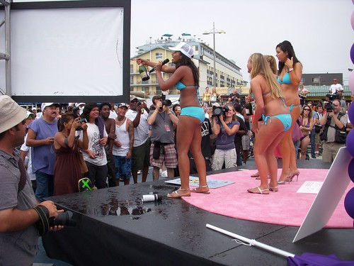 bikini parade world record broken in venice not so much. Black Bedroom Furniture Sets. Home Design Ideas