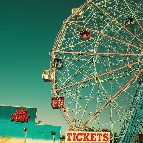 Vintage / Retro / Ferris / New York / Circus / Photography