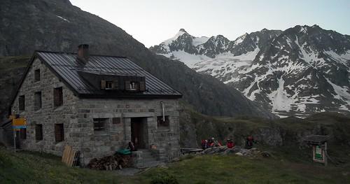 Cabane de Chanrion (2462m)