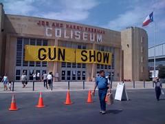 Allison and Bendelay go to the gun show!