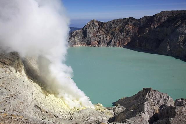 Lago ácido Kawah Ijen, Caldera del Volcán Ijen, Java Oriental, Indonesia