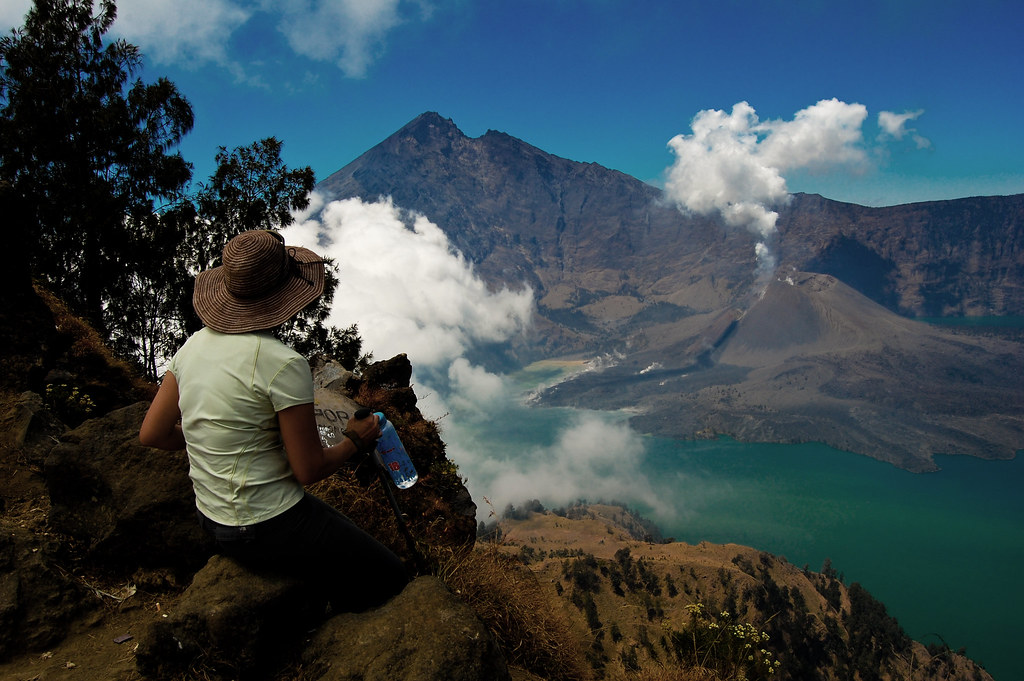 Arriving at the Rinjani crater rim