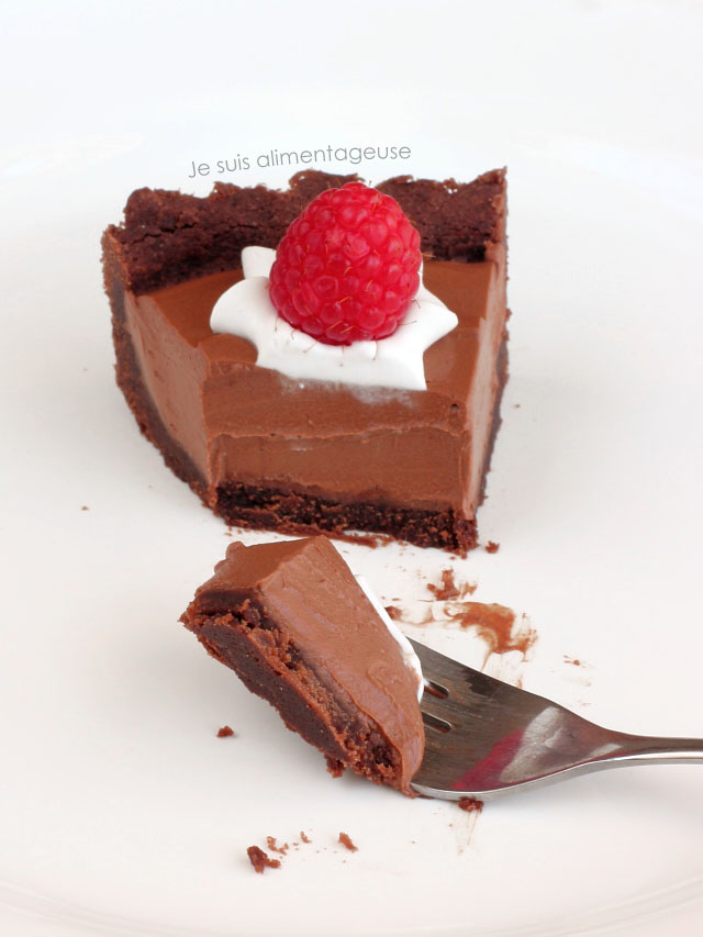 Vegan French Silk Pie. Such delicious. Wow raspberries. Much chocolate. | Je suis alimentagese | #vegan #pie #piday