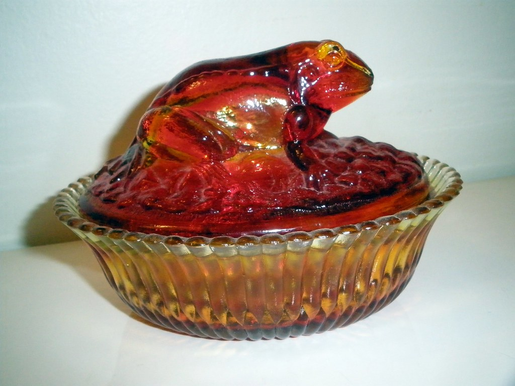 Boyd: Unique Ruby Red AMBERINA Glass FROG Hen On Nest Candy Dish